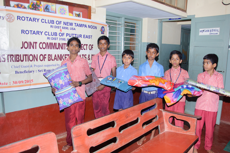 Mats, blankets and pillows for 150 resident children of Orphanage Ramakrishna Seva Ashram in India